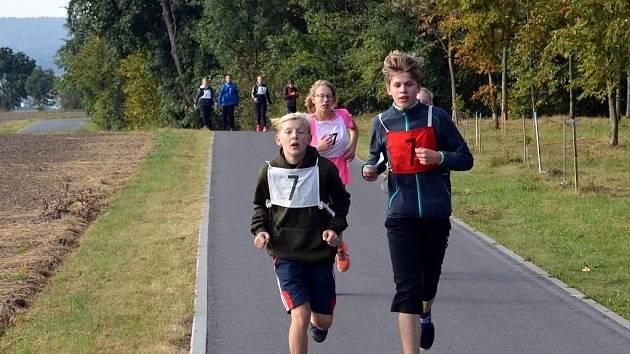 Městští strážníci připravili pro žáky druhého stupně všech prostějovských základních škol branný běh v lesoparku Hloučela.