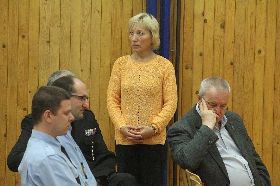Představitelé prostějovského magistrátu si v úterý přijeli do Vrahovic vyslechnout, co obyvatele čtvrti trápí.