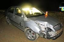 Poškozené auto po zběsilé jízdě opilého řidiče