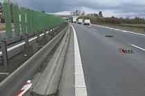 Řidič Škody Octavia se ve středu nevešel do zúžení D46 u Olšan u Prostějova. 17.3. 2021