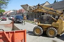Ze staveb mizí nářadí i těžká technika.
