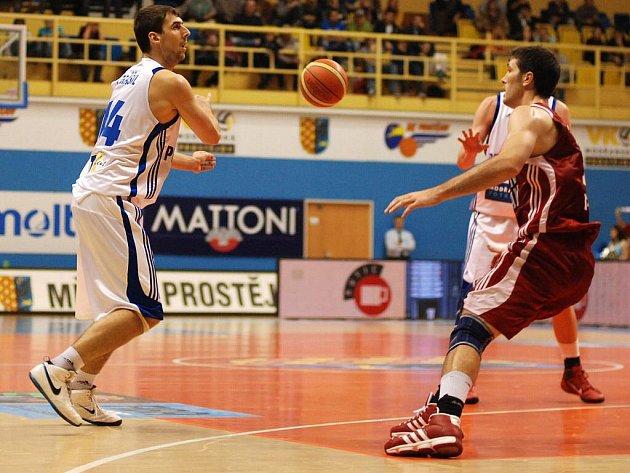 Orli (v bílém) proti Kubani