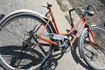 Prostějovská policie pátrá po totožnosti neznámé ženy na oranžovém kole Lady 26