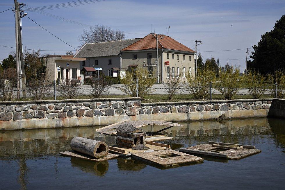 Kachní hotel s plnou penzí v centru Rakůvky