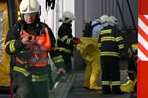 Z areálu prostějovské pekárny unikl ve středu ráno do ovzduší zřejmě čpavek. Havárii pomáhali likvidovat profesionální hasiči