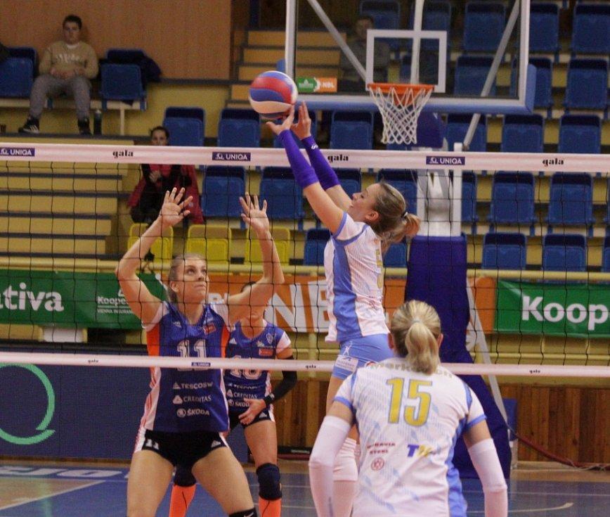 Prostějovské volejbalistky (v bílém) proti Olomouci