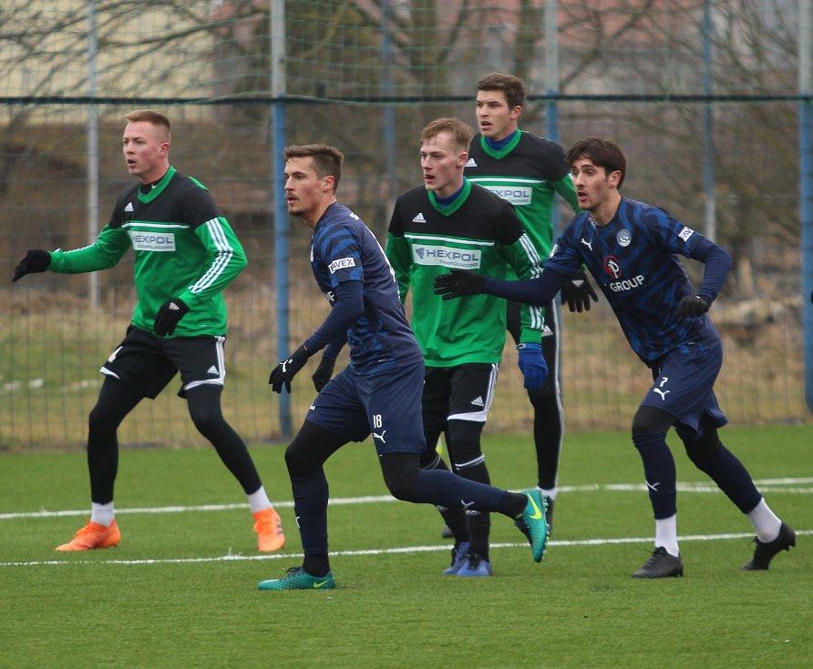Fotbalisté Slovácka (tmavě modré dresy) překvapivě prohráli v Kunovicích s třetiligovým Uničovem 1:2. Roman Bala, Jakub Svoboda, Marcel Krayzel