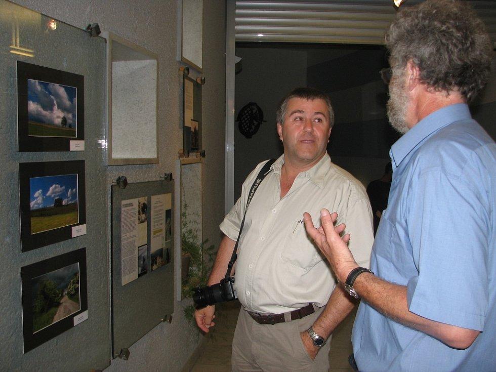 Po muzeu budou fotografie Josefa France (vlevo) k vidění i v Galerii Metro 70. Výstava, kterou v kině připravuje s Jiřím Andrýskem, se bude jmenovat Putování Pobaltím.