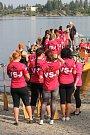 Pláž U Vrbiček i letos hostila posádky dračích lodí. Sešlo se jich dvakrát víc než loni.