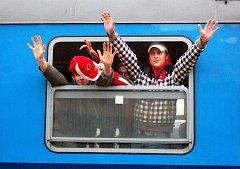 Stovky fanoušků druholigového LHK Jestřábi Prostějov se v sobotu vypravily podpořit svůj tým v derby v Přerově. V tamní Maxi-tip Aréně vytvořili skvělou atmosféru a po zápase mohli slavit vítězství svého týmu v poměru 2:1.