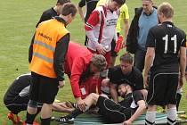 Koničtí fotbalisté svou obrannou strategií sebrali body i lídrovi krajského přeboru Kozlovicím. Ty navíc přišly o Jaromíra Tomčíka, který si zlomil nohu.