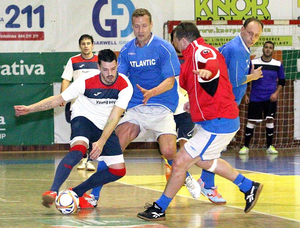 Jiří Jarošík (v modrém) na turnaji na Slunetě. Foto: Deník/Rudolf Hoffmann