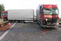 Nehoda tří kamionů a osobáku na Estakádě Haná