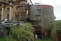 Rekonstrukce bašty na zámku v Plumlově - podzim 2020
