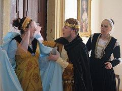 Návštěvníci Plumlovského zámku mohli v sobotu nejen ocenit expozice, ale také ztvárnění tří známých českých pohádek.