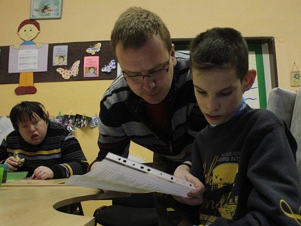 Rozdávání vysvědčení ve speciální škole pro postižené děti Jistota