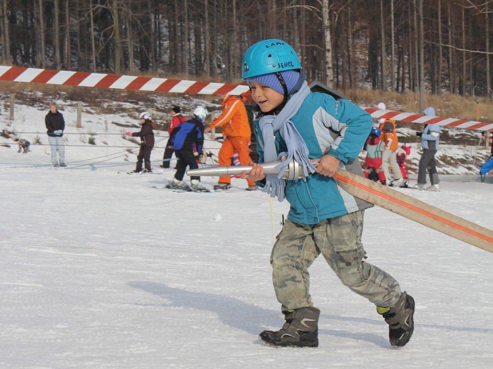 Na sedmdesát závodníků se sjelo do Kladek, aby poměřili své síly v požárním sportu.