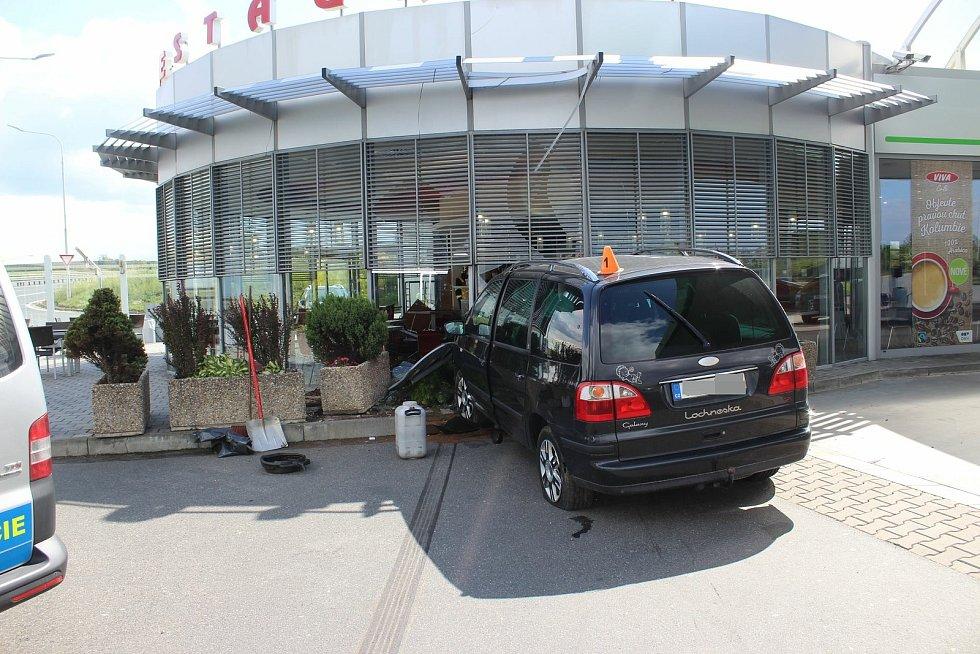 Nehoda na benzince na D46 u Prostějova