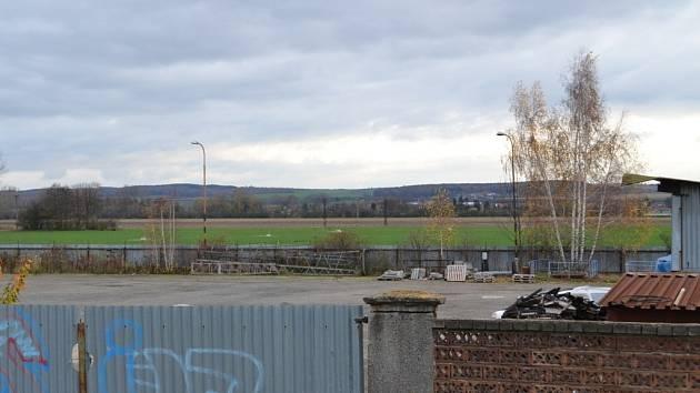 Průmyslovou zónu, jak Němčičtí nazývají plochu, kde jsou opuštěné továrny, by brzy mohla zastavět i slovenská firma, zabývající se mimo jiné chemickou výrobou.