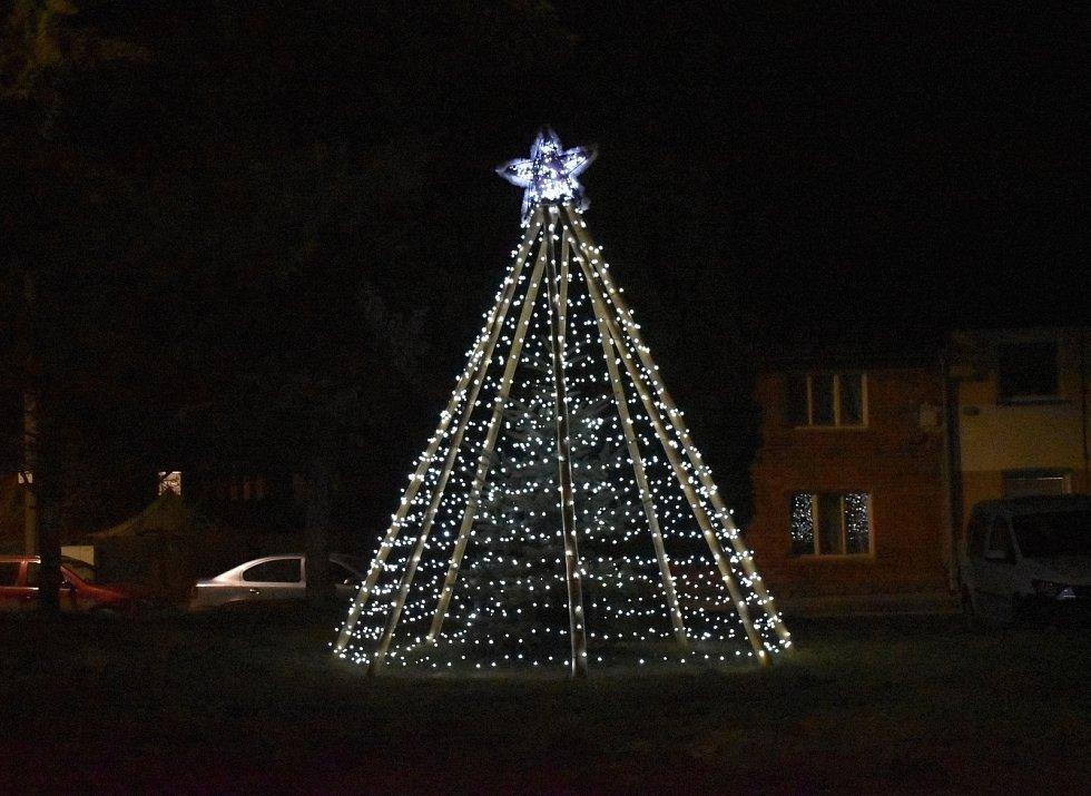 Vánoční strom 2020 v Bílovicích