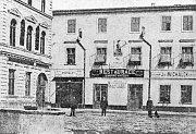 Podoba tradičního právovárečného domu U Modré hvězdy na Pernštýnském náměstí zpočátku 20. století. Druhé patro tvoří atika se slepými okny.