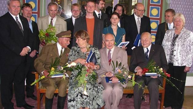 Oceněné osobnosti roku 2009 se zástupci města Prostějova