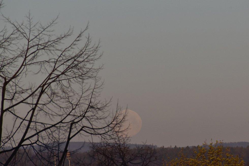 Ranní západ Měsíce 8.4.2020 Prostějov