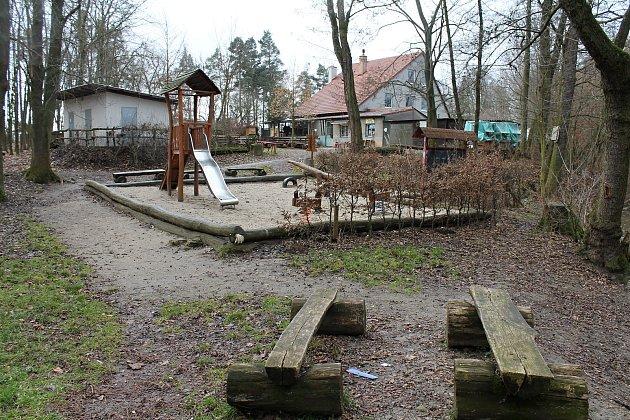 Oblíbené výletní místo vbiokoridoru Hloučela, občerstvení UAbrahámka.