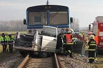 Srážka vlaku a dodávky mezi Kostelcem a Prostějovem