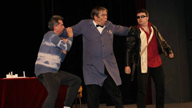 Hanácký divadelní máj 2010 v Němčicích nad Hanou. V akci DS Velké Opatovice ve hře Divadelní komedie od  B Ahlforse