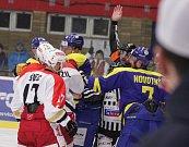 Sobota patřila v Prostějově hokeji. Na místní stadion dotazil největší rival Jestřábů – přerovští Zubři, navíc vedení Kamilem Přecechtělem. Bitvu okořenily i speciální dresy, připomínající Ivana Hlinku.