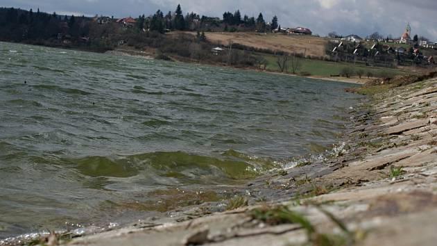 Plumlovská přehrada - v březnu 2014