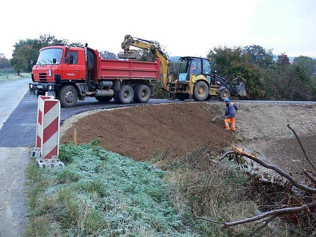 Stavební práce na obchvatu Otaslavic