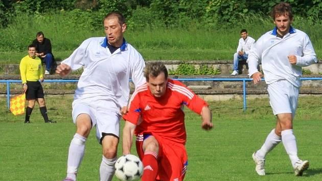 FC Kralice na Hané (v bílém). Ilustrační foto