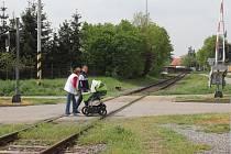 V Prostějově a okolí je hned několik železničních přejezdů. Naprostá většina má světelné a zvukové zabezpečení, řada také závory. Na snímku železniční přejezd v prostějovské ulici Pod Kosířem.