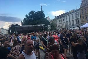 Minulý čtvrtek vystoupil na náměstí zpěvák a kytarista Pavel Callta spolu se svojí kapelou.