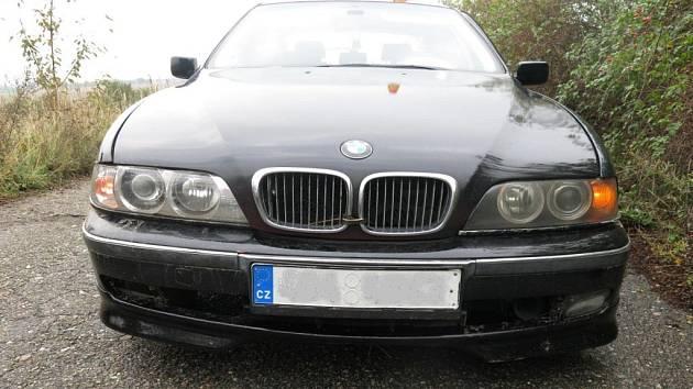 Tímto BMW ujížděl mladík před policejní hlídkou