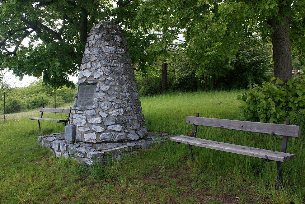 Masarykův památník na vyhlídkovém místě nad Konicí