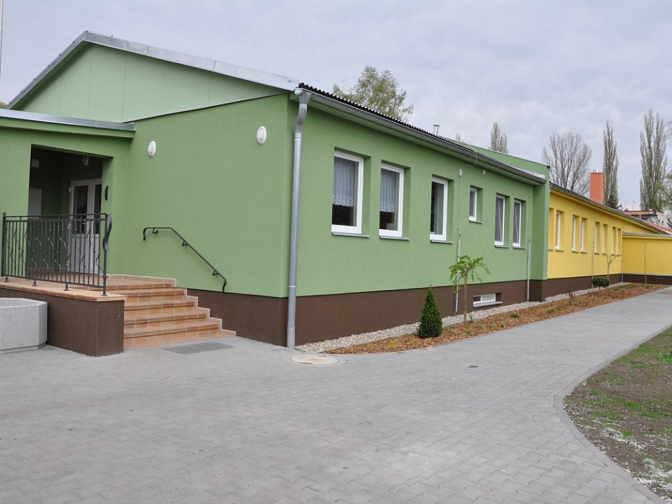 Rekonstrukce starého kulturního domu ve Smržicích.