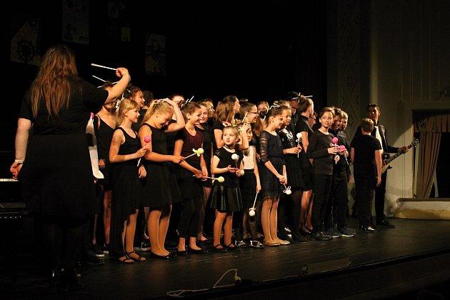 Komponovaný pořad pro děti předškolního a žáky prvního stupně základních škol si připravili studenti prostějovské ZUŠ Vladimíra Ambrose.