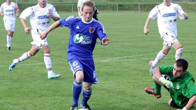 Fotbalisté 1.SK Prostějov (v modrém) proti Břeclavi