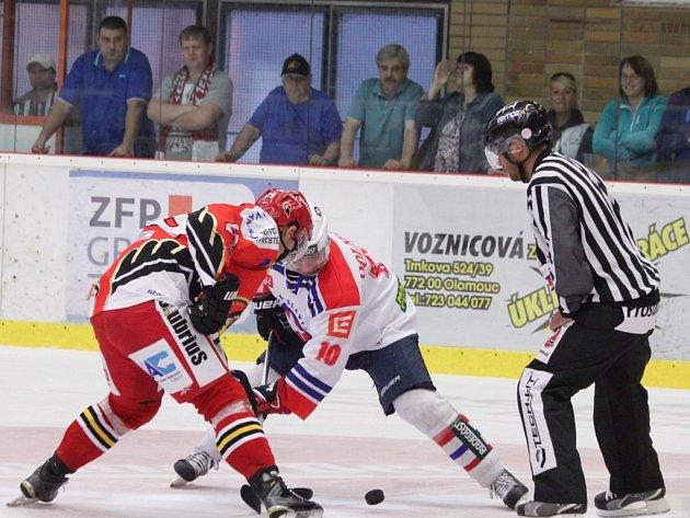 Prostějovští hokejisté si v sobotu vyšlápli na Třebíč a zvítězili 4:1. Hanáci si tak letos poprvé připsali tři body.