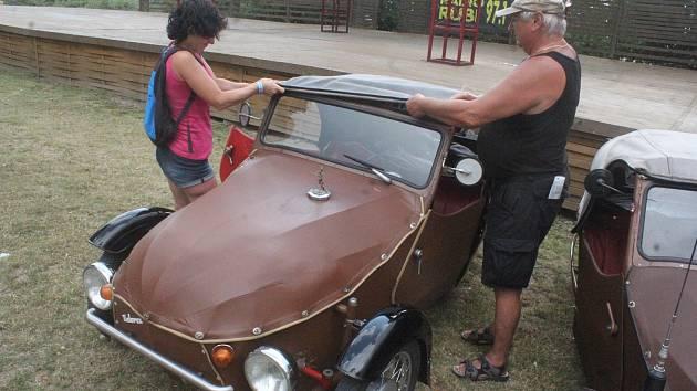 V Plumlově si dali dostaveníčko velorexy. Na majitele trojkolek čeká během víkendu zábavný program, během kterého poznají Hanou.