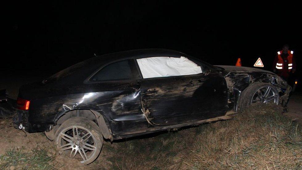Nehoda audi mezi obcemi Ohrozim a Vícov