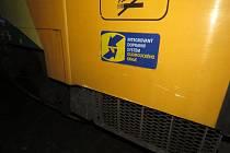 V sobotu večer se na železničním přejezdu nedaleko Prostějova srazil přívěsný vozík osobního auta s projíždějícím vlakem.