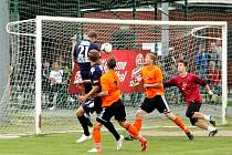 Akce Kopeme za fotbal dorazila také do Čechovic a s ní mužstvo 1. FC Slovácko. Místní borci na prvoligový tým nestačili a po devadesáti minutách padli 0:14, přesto si duel náramně užili.
