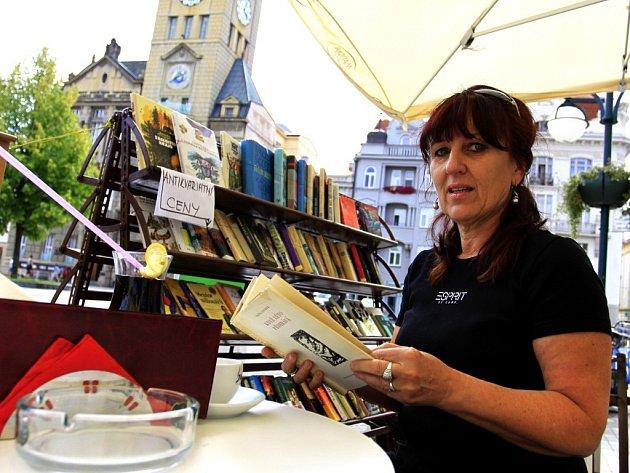Knižní kavárna na náměstí T. G. M. v Prostějově