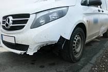 Poškozený Mercedes. Ilustrační foto.