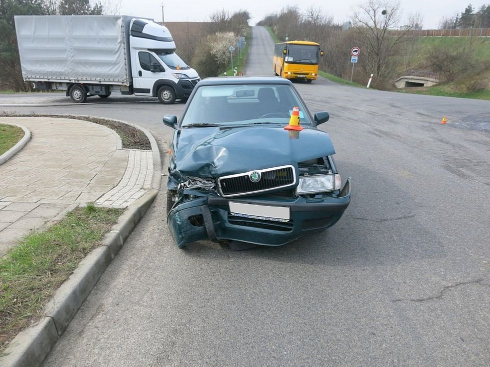 Nehoda dodávky a felicie ve Vranovicích Kelčicích