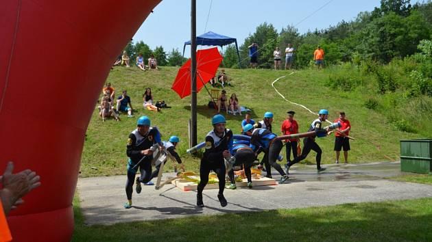 Dětkovice hostily hned dva závody v požárním útoku mužů a žen.